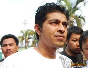 naveen_keswani-20090911-015-hendra[1]